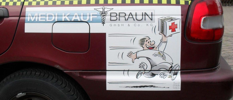 """Kotflügel mit Aufkleber Logo Medikauf Braun und """"Rasender Bote"""""""